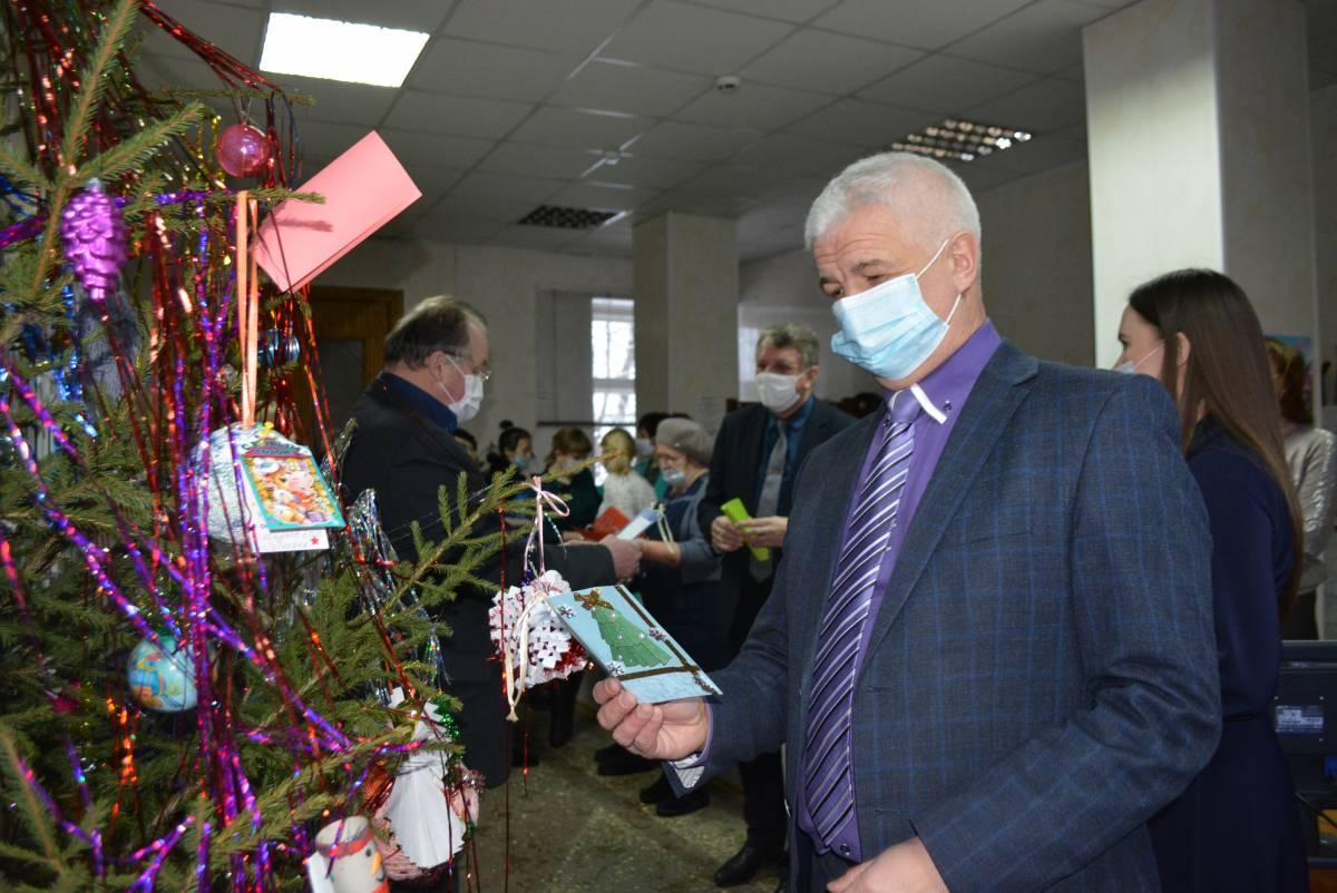 Омутнинские единороссы исполнили желания детей в рамках акции «Елка желаний»