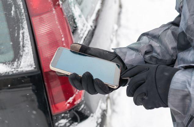 Как кировчанам правильно использовать смартфоны в холодное время года