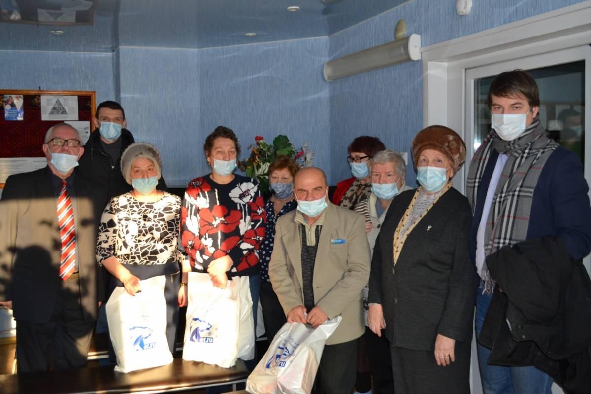 Жителей дома ветеранов поздравили со старым Новым годом
