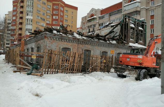 Сгоревший более 11 лет назад дом на улице Ленина подвергли сносу