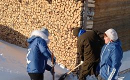 В Кировской области стартовала волонтерская акция по уборке снега у домов, где живут ветераны и пенсионеры