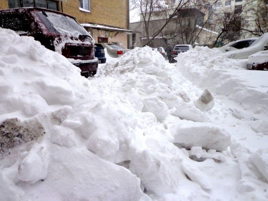 Складирование снега в кировских дворах признали законными