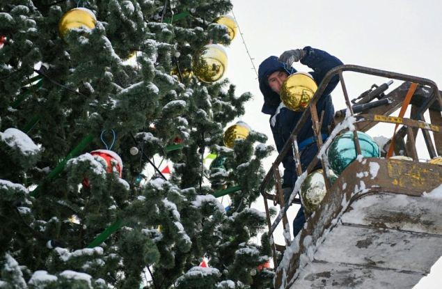 В Кирове приступили к демонтажу новогоднего городка на Театральной площади
