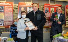 Олег Валенчук поздравил ветеранов с праздником весны
