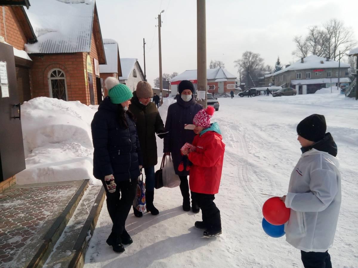 Единороссы поздравили с 8 марта многодетных мам и женщин Лузского района