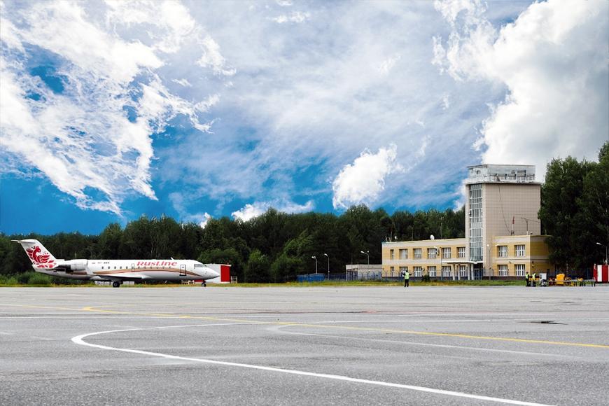 """Лопата. Аэропорт """"Победилово"""" понёс административную ответственность за брошенный на взлетной полосе инструмент"""