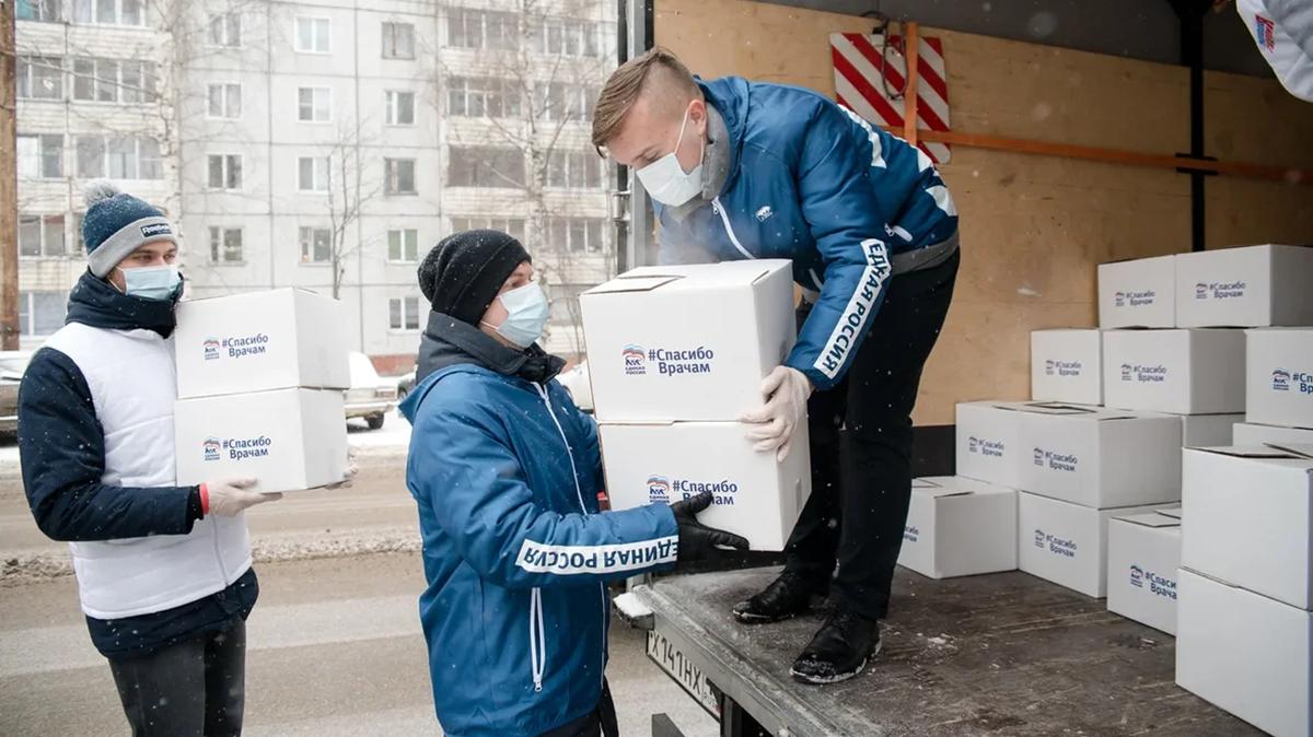 «Старались от всей души»: волонтеры «Единой России» — о годовщине открытия первых волонтерских центров
