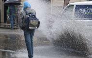 Что делать, если автомобиль окатил вас грязью из лужи?