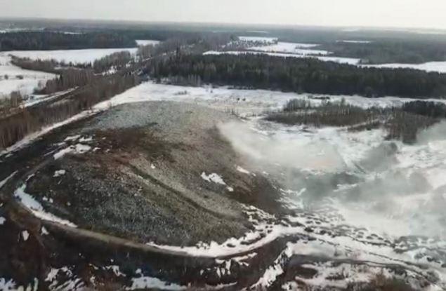 В Кирове несколько часов горела заброшенная свалка