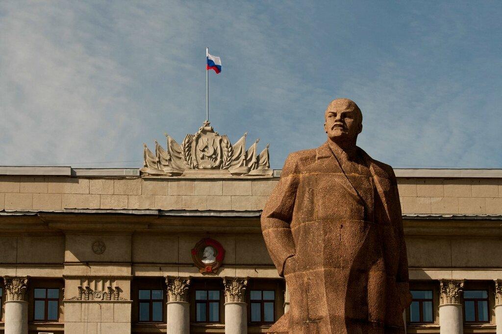 В Кирове проводится акция: «Две гвоздики для Ленина»