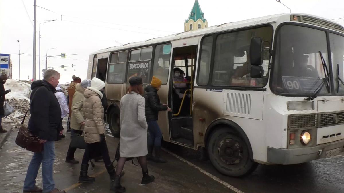 Количество автобусов на кировских улицах не изменится еще месяц
