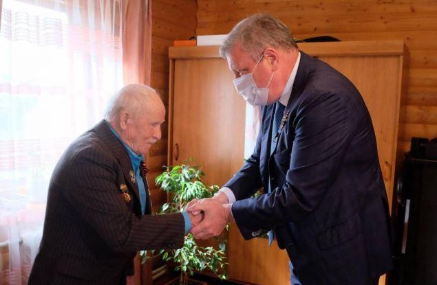 Игорь Васильев поздравил ветерана Великой Отечественной войны с Днём Победы