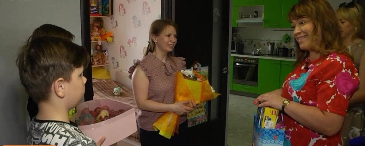 Наталья Муратова поздравила многодетную семью с праздником