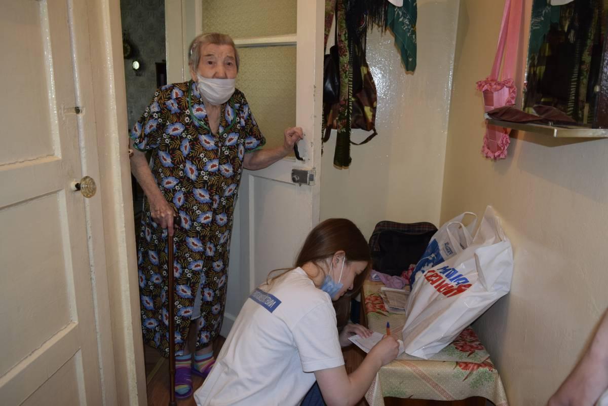 Волонтеры «Единой России» продолжают акции помощи пожилым