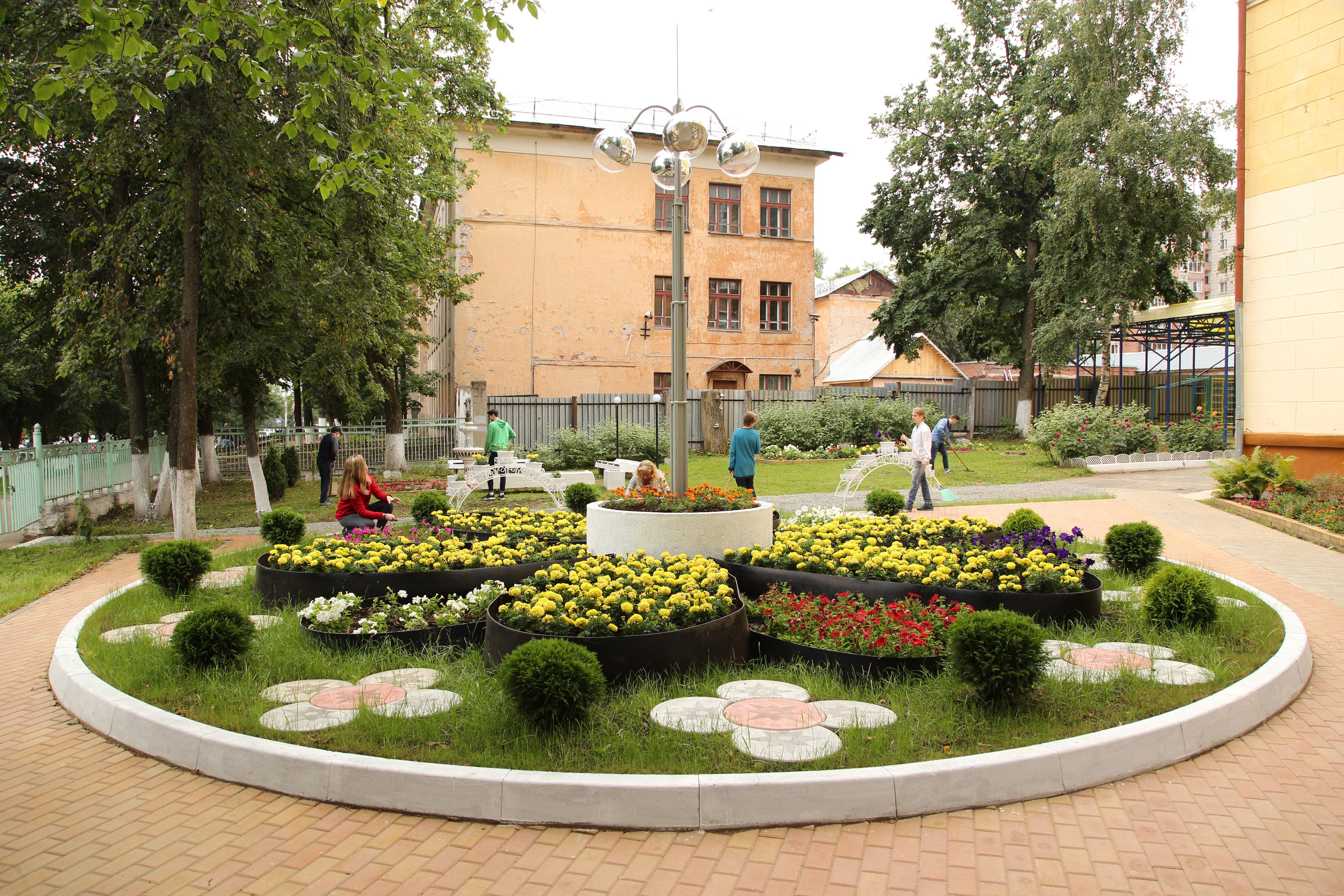 Кировчане украшают город цветами от Союза садоводов