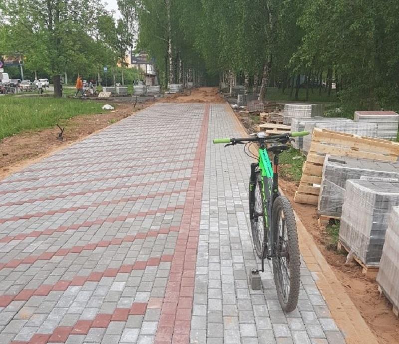 Третья велодорожка в Кирове. Полосу для транспорта выделили на улице Московской