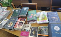 Олег Валенчук подарил книги библиотеке города Советска