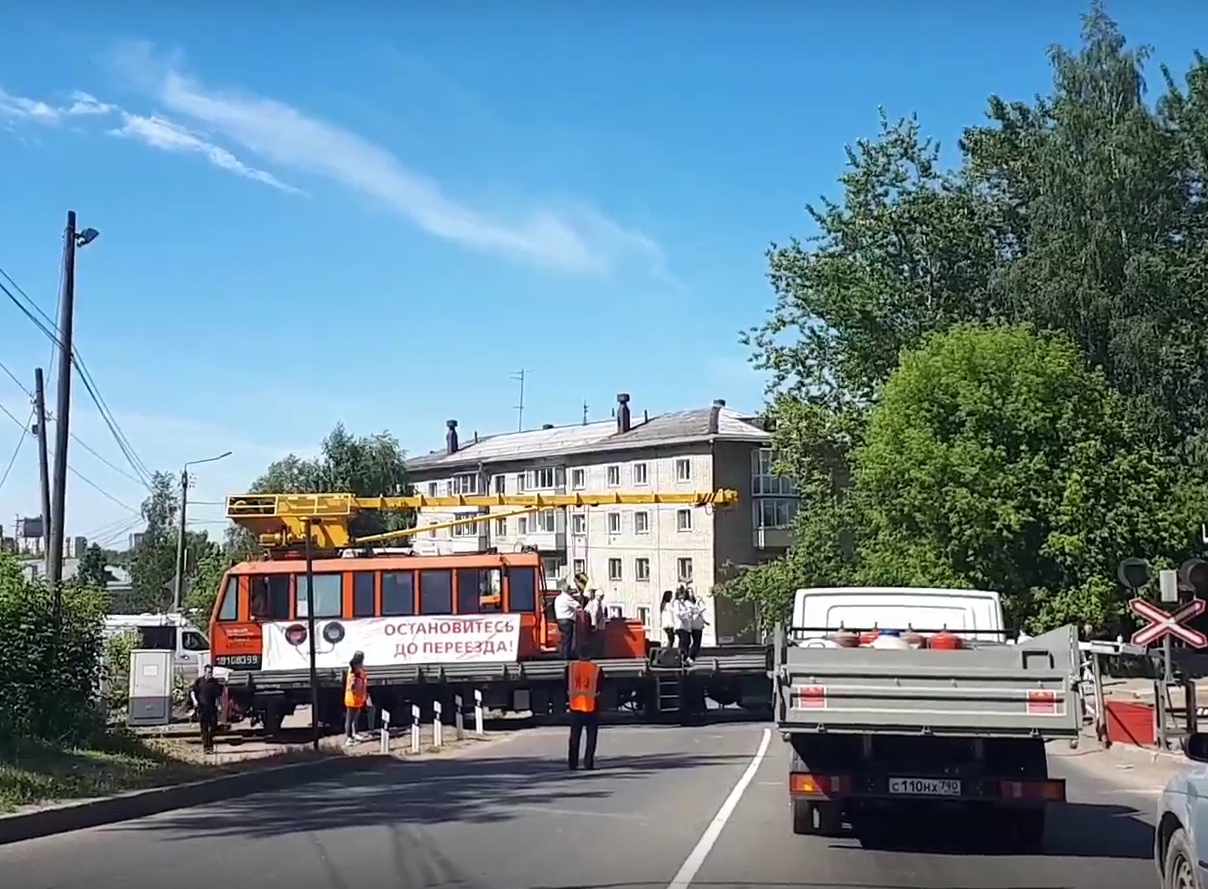 Кировчане опоздали на работу из-за частушек