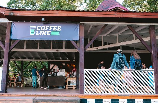 Владелец Coffee Like рассказал, что власти забрали у кофейни веранду в Александровском саду