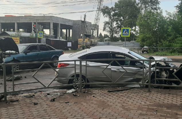 7 человек пострадали в результате ночного ДТП на улице Луначарского.
