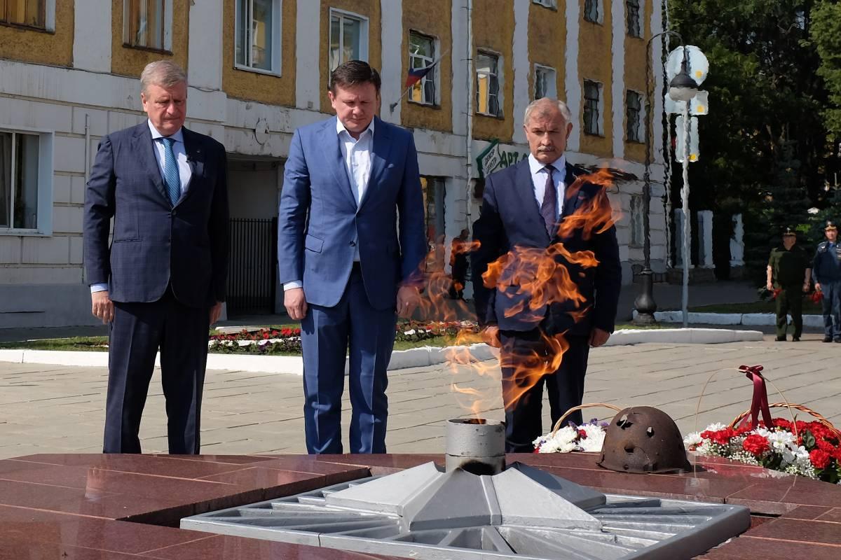 В День памяти и скорби кировчане возложили цветы к Вечному огню