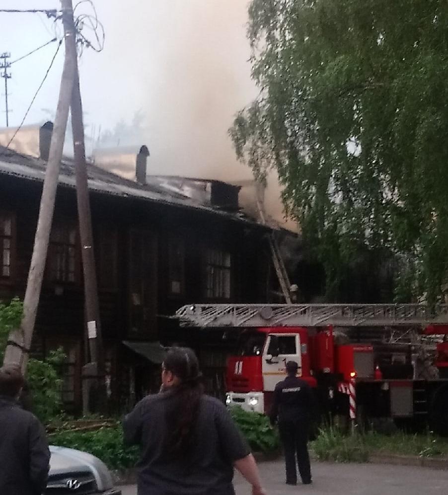 Сгоревший дом на Октябрьском проспекте снесут