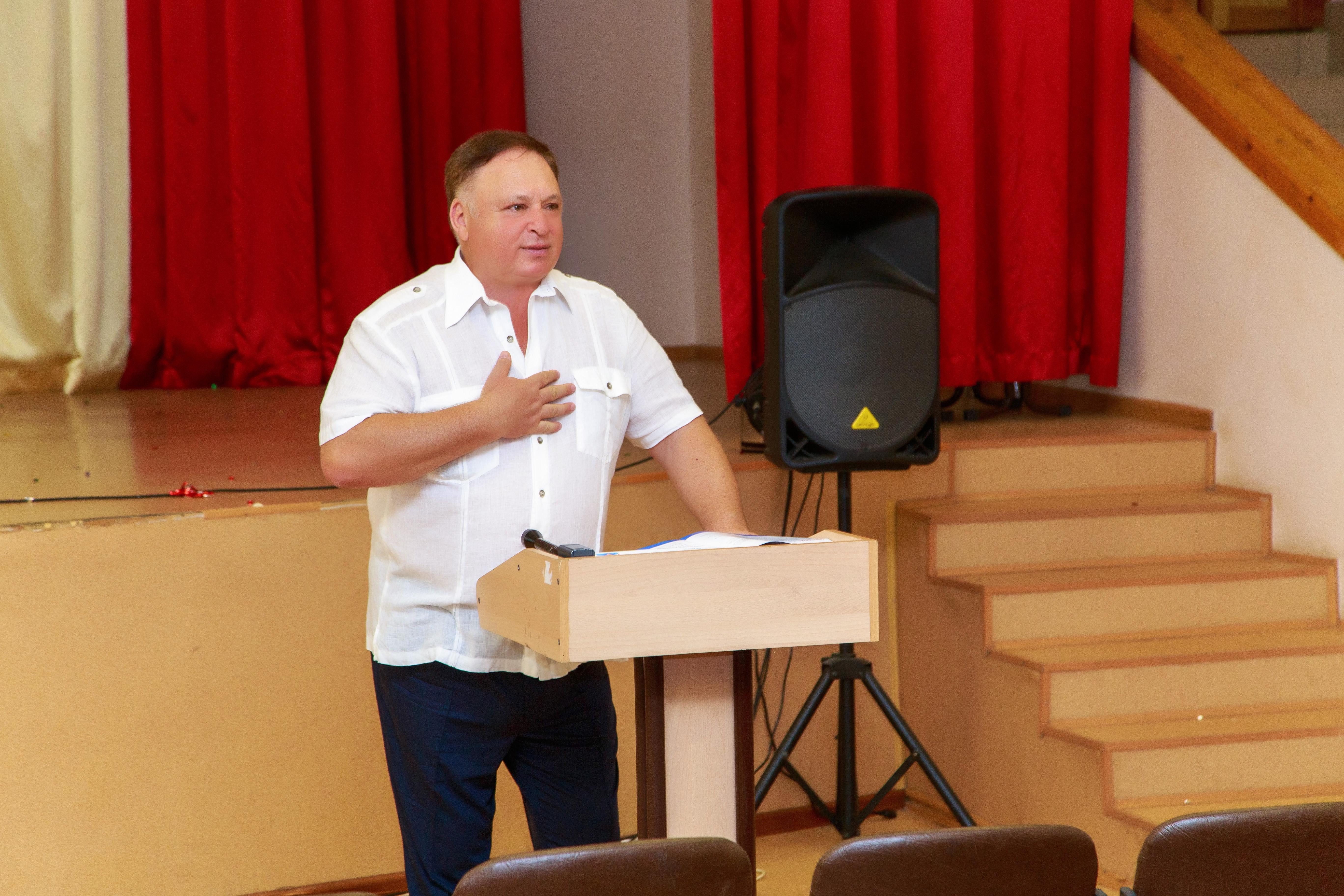 Олег Валенчук встретился с педагогическим коллективом кировской школы №66