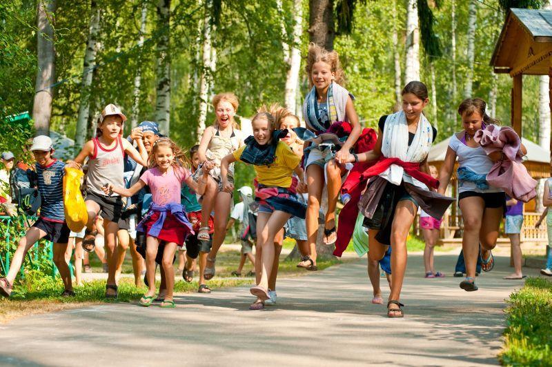 Лето продолжается: закончилась смена в пришкольных лагерях