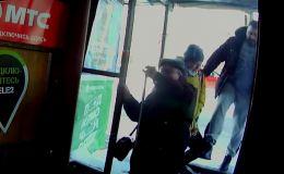 Мужчине, пнувшего инвалида в спину, назначили наказание