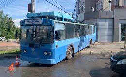 Подробности аварии с троллейбусом в Кирове. Водителю стало плохо из-за жары в кабине