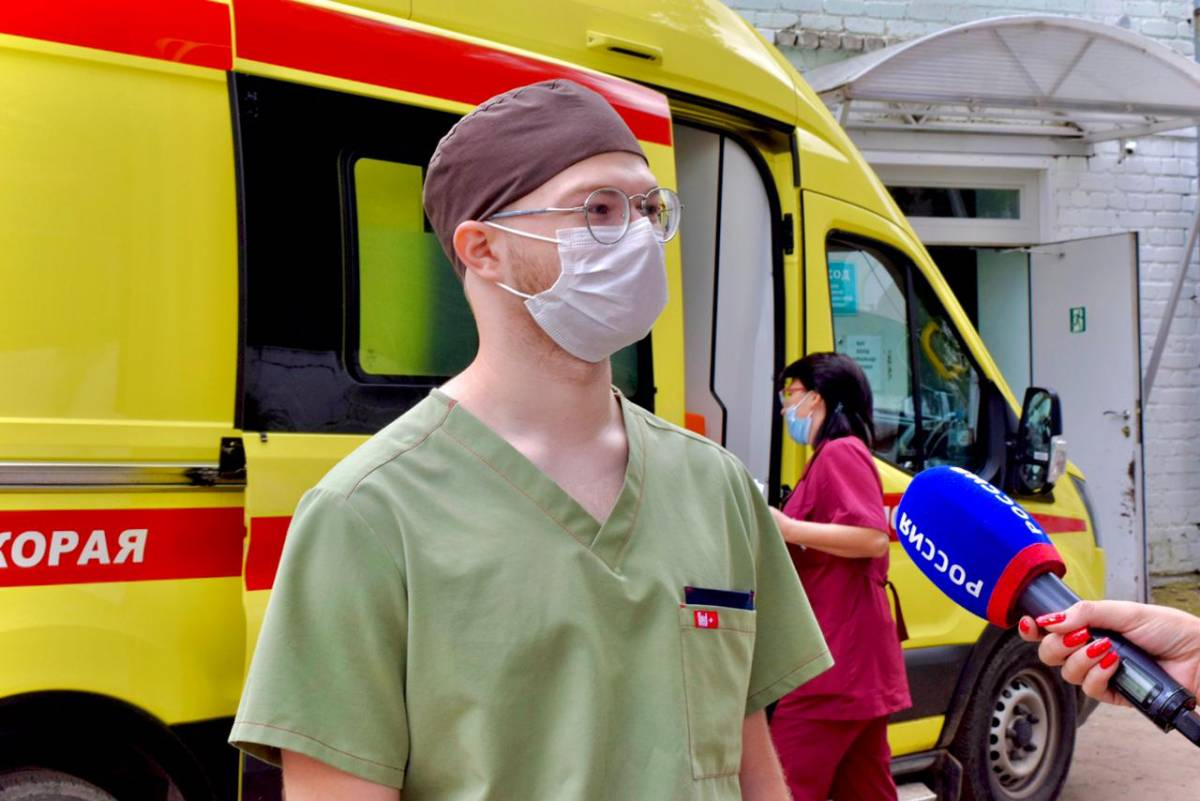 Волонтеры помогают врачам в ковид-госпиталях