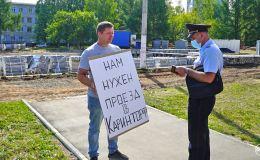 Чепецкий пикетчик-одиночка выступил против закрытия моста на Каринторф