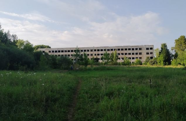 На территории КВАТУ снесут еще 13 зданий. Среди них есть казарма
