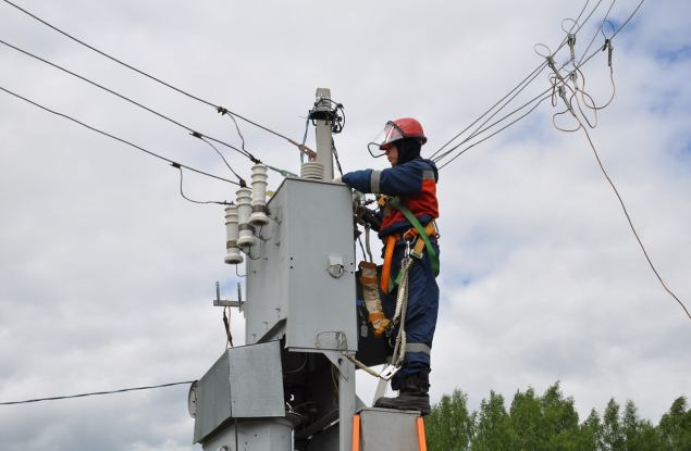 За 6 месяцев 2021 года энергетики «Россети Центр и Приволжье» отремонтировали 2902 км воздушных линий электропередачи в Кировской области