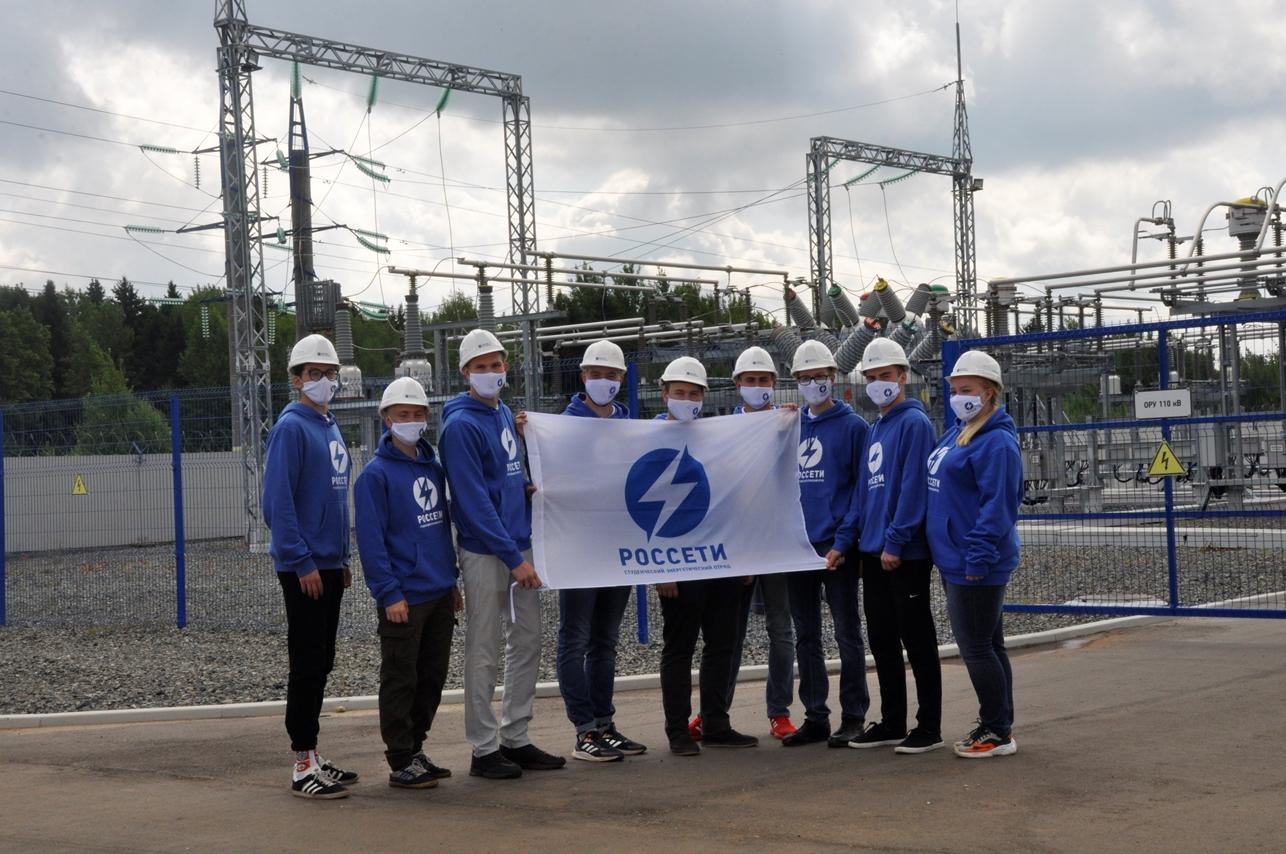Связь поколений: студенческий отряд «Анкер» знакомится с современными энергообъектами и изучает опыт старшего поколения энергетиков