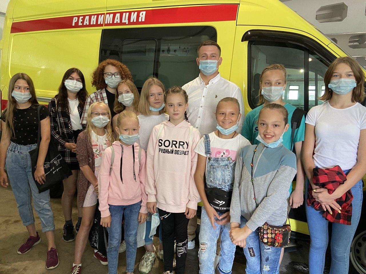 Для школьников провели экскурсию по станции скорой помощи