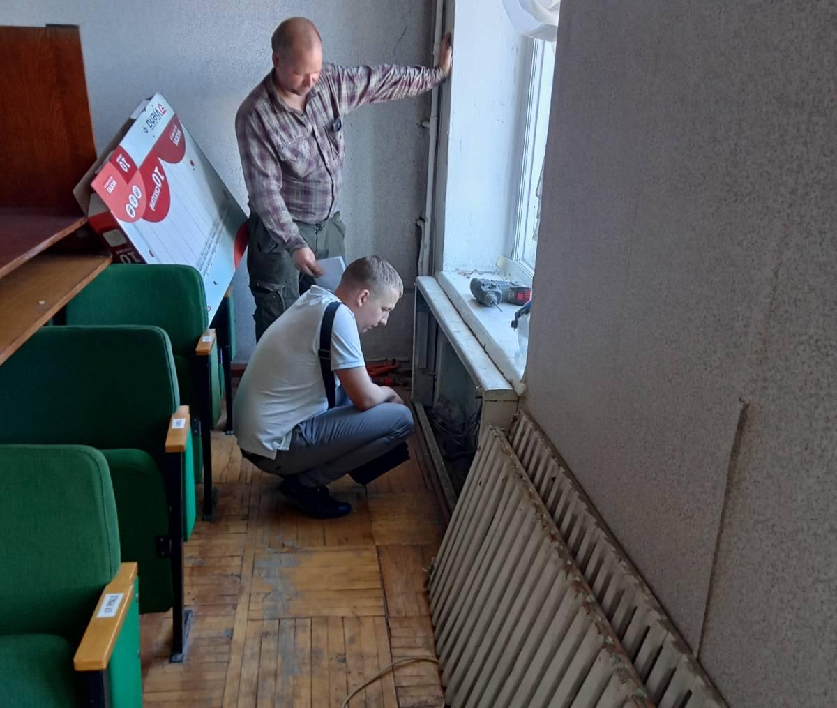 Общественники проконтролировали ход ремонта в школе искусств в Слободском
