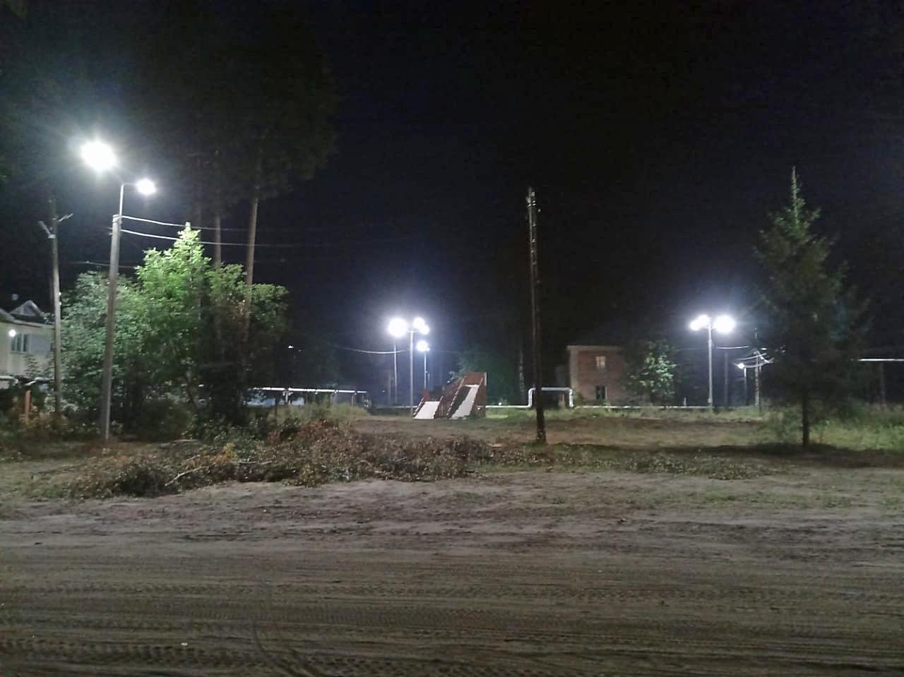 В Каринторфе над будущей праздничной площадью засветили вечерние фонари