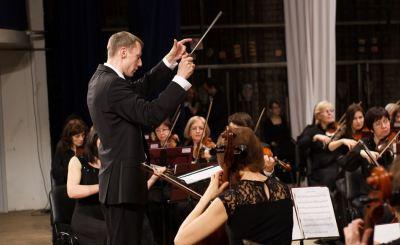 Главного дирижера Вятского симфонического оркестра Константина Маслюка уволили