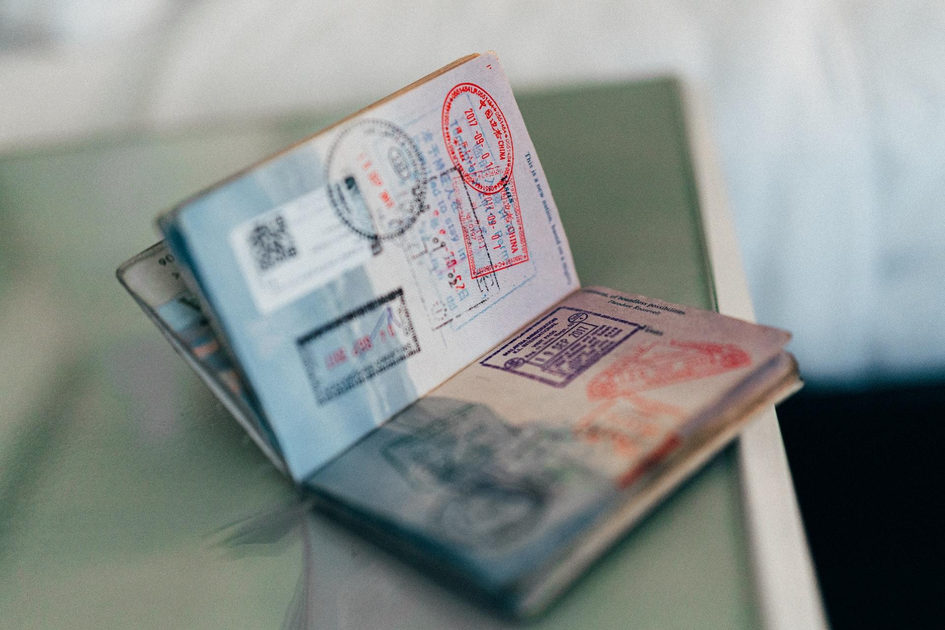 Запрет на выезд за пределы РФ: причины, проверка, способы снять ограничения