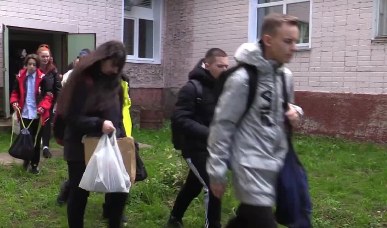 Учеников одной из школ Кирова эвакуировали