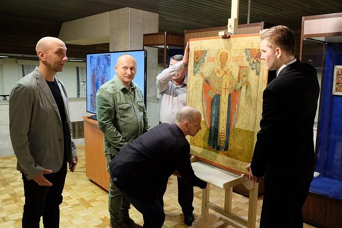 Ценная вятская икона вернулась из Москвы после реставрации