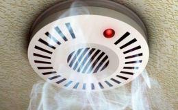 В домах многодетных и малообеспеченных семей поставят пожарные извещатели