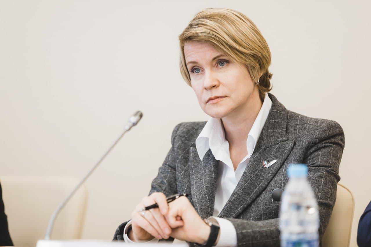 Елена Шмелёва об отсрочке от армии для учащихся на творческих специальностях