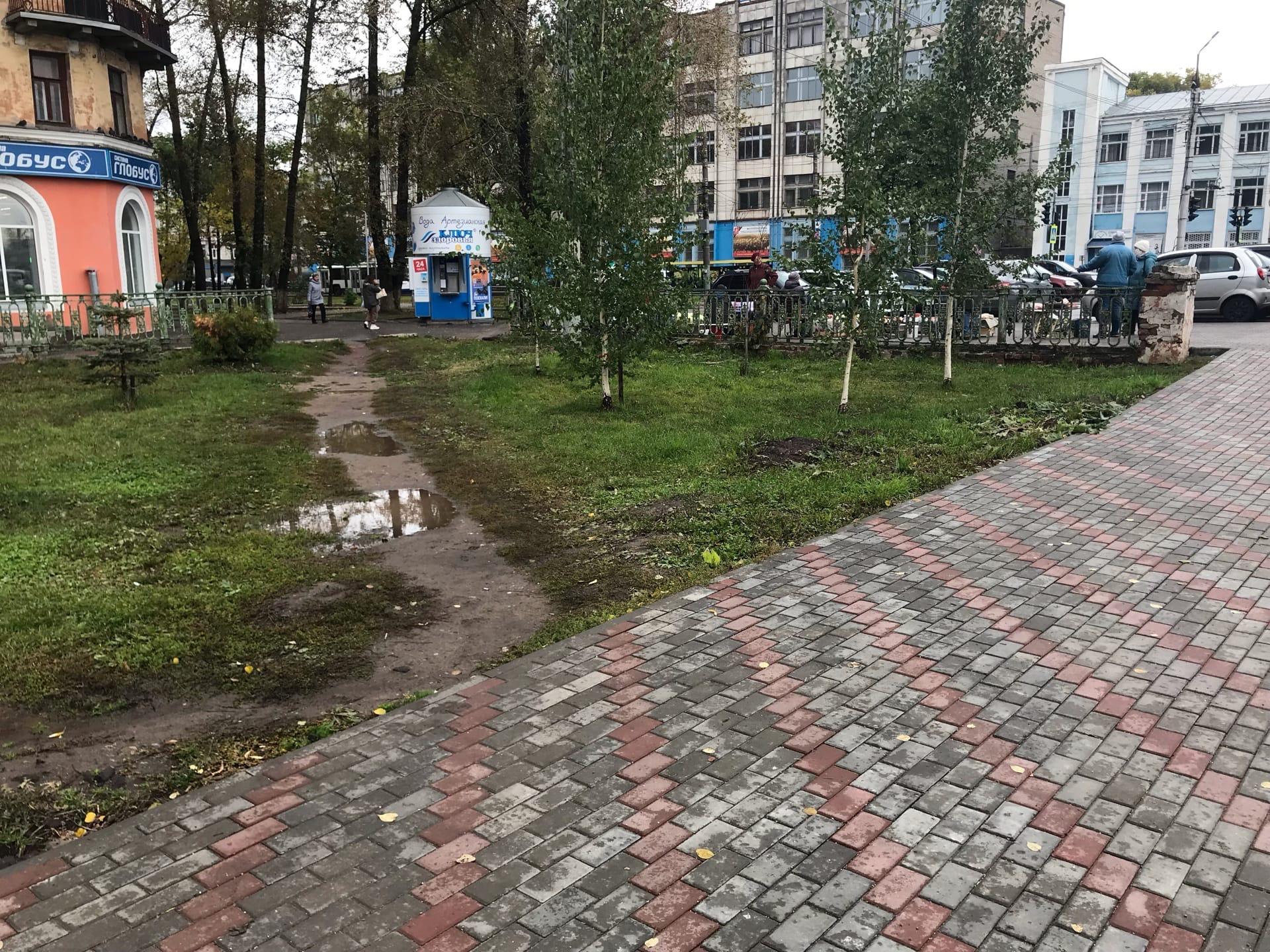 Местные жители недовольны итогами благоустройства аллеи на Октябрьском проспекте