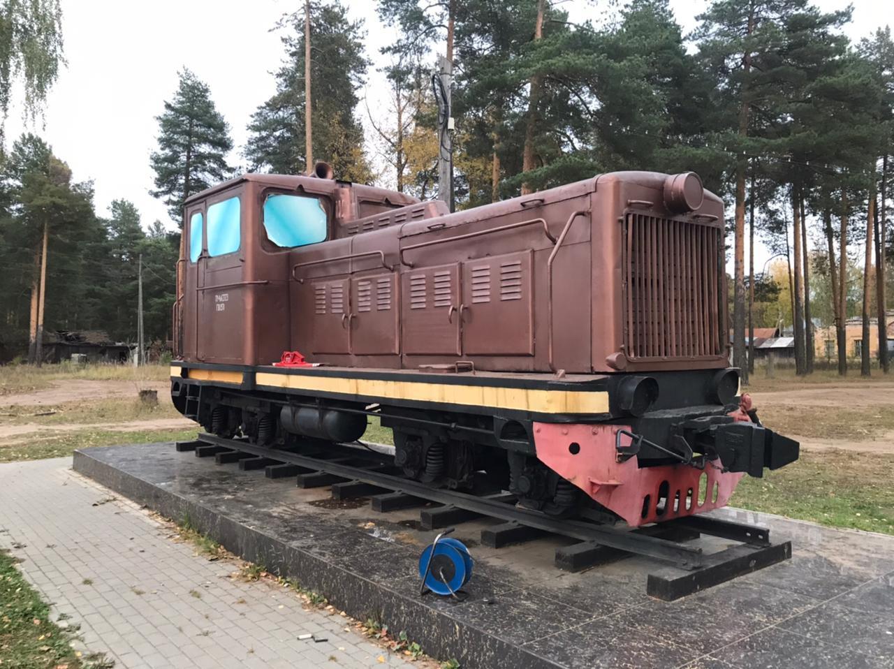 В Каринторфе реставрируют памятник труженикам тыла, железнодорожникам и торфяникам