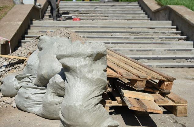 В Кирове отремонтируют лестничные марши