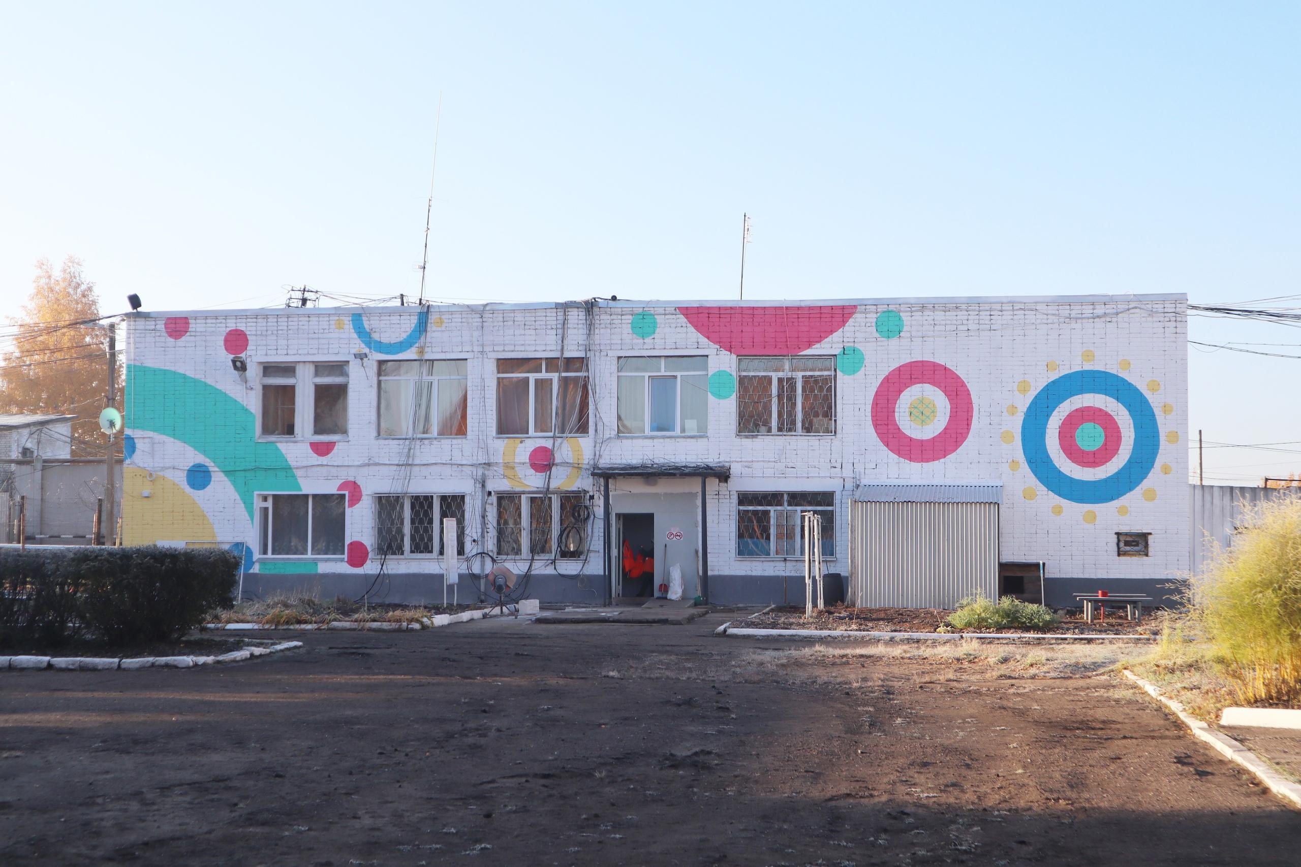 Одну из колоний Кировской области покрасили «в дымку»