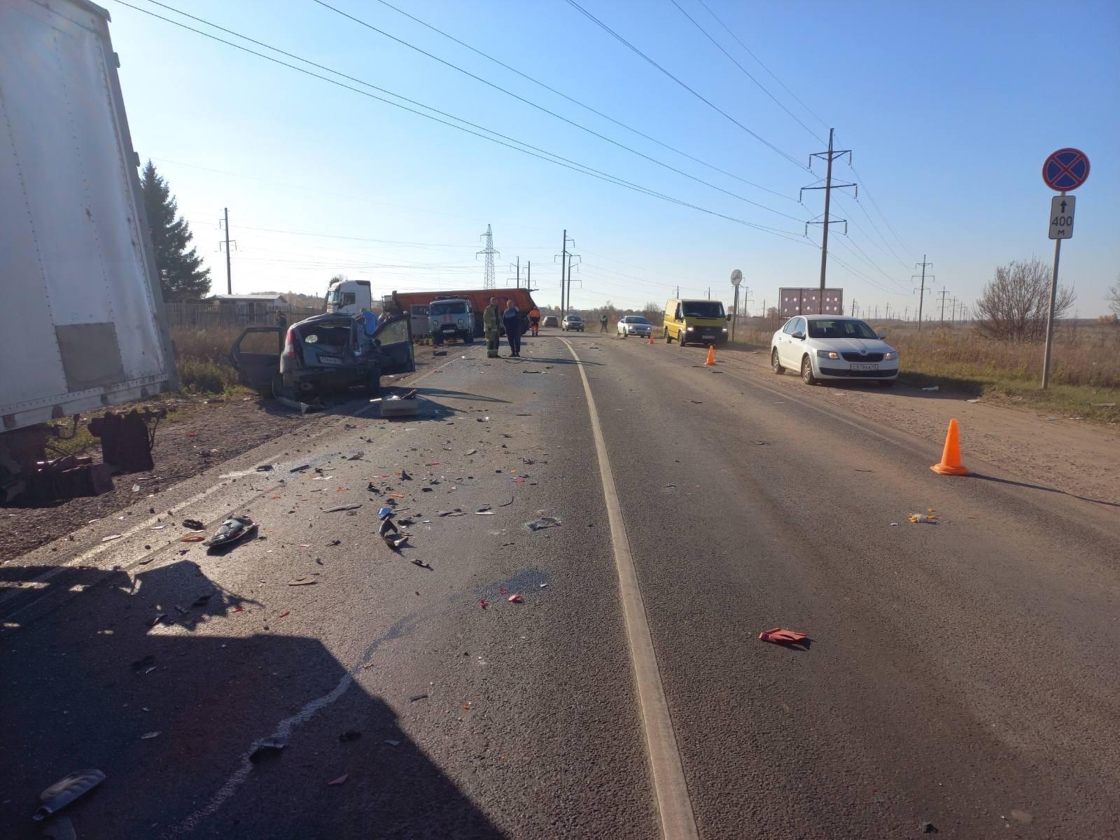 Под Кирово-Чепецком столкнулись шесть машин: пострадавшие в тяжелом состоянии