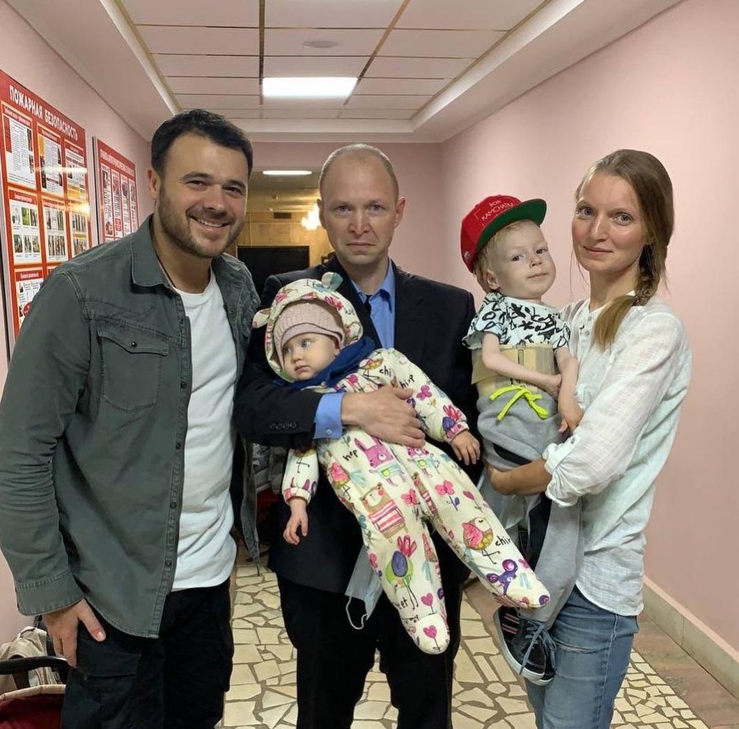 Emin выступил в Кирове и отдал миллион рублей на лечение Максима Гришина